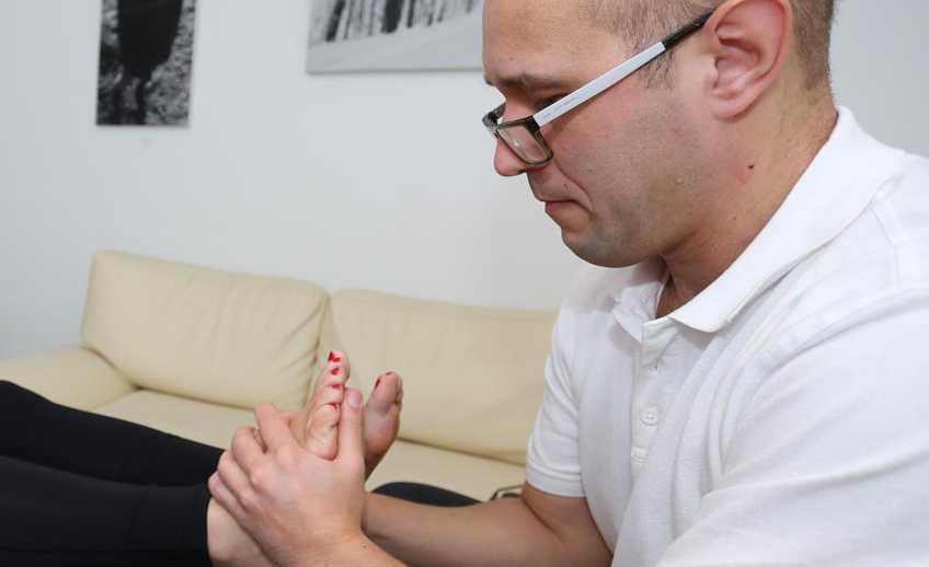 Przyczyny bolących stóp